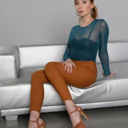Mia Cruise in '21Sextury' Backstage Penetration (Thumbnail 1)