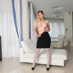 Mira Sunset in '21Sextury' Cure a Hangover with Sex (Thumbnail 16)
