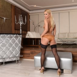 Nikky Thorne in '21Sextury' Sharing Her Secrets (Thumbnail 32)
