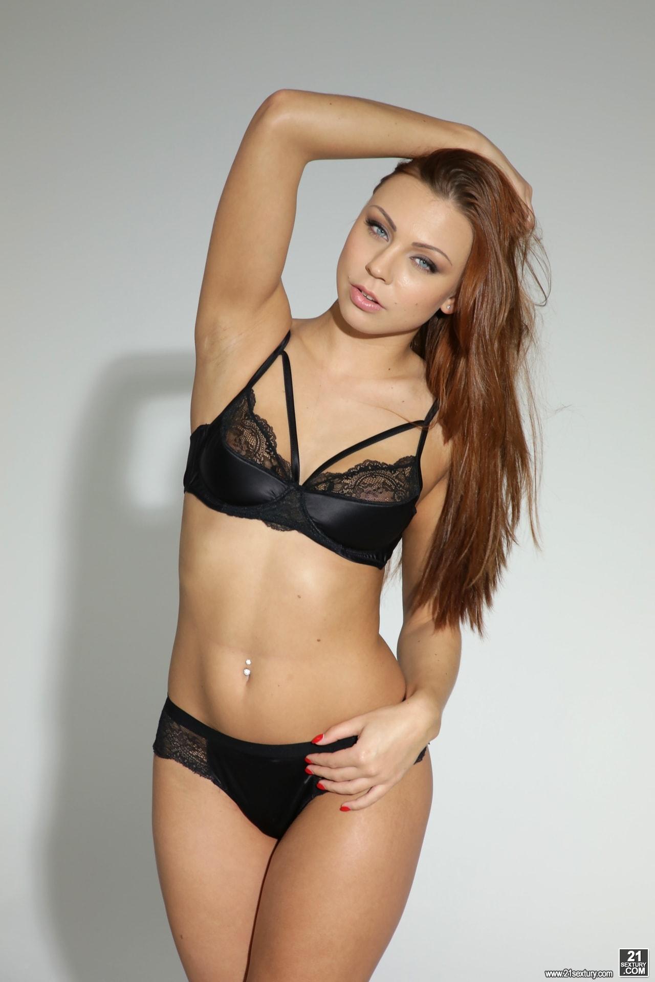 21Sextury 'Foot Model' starring Ornella Morgan (Photo 1)