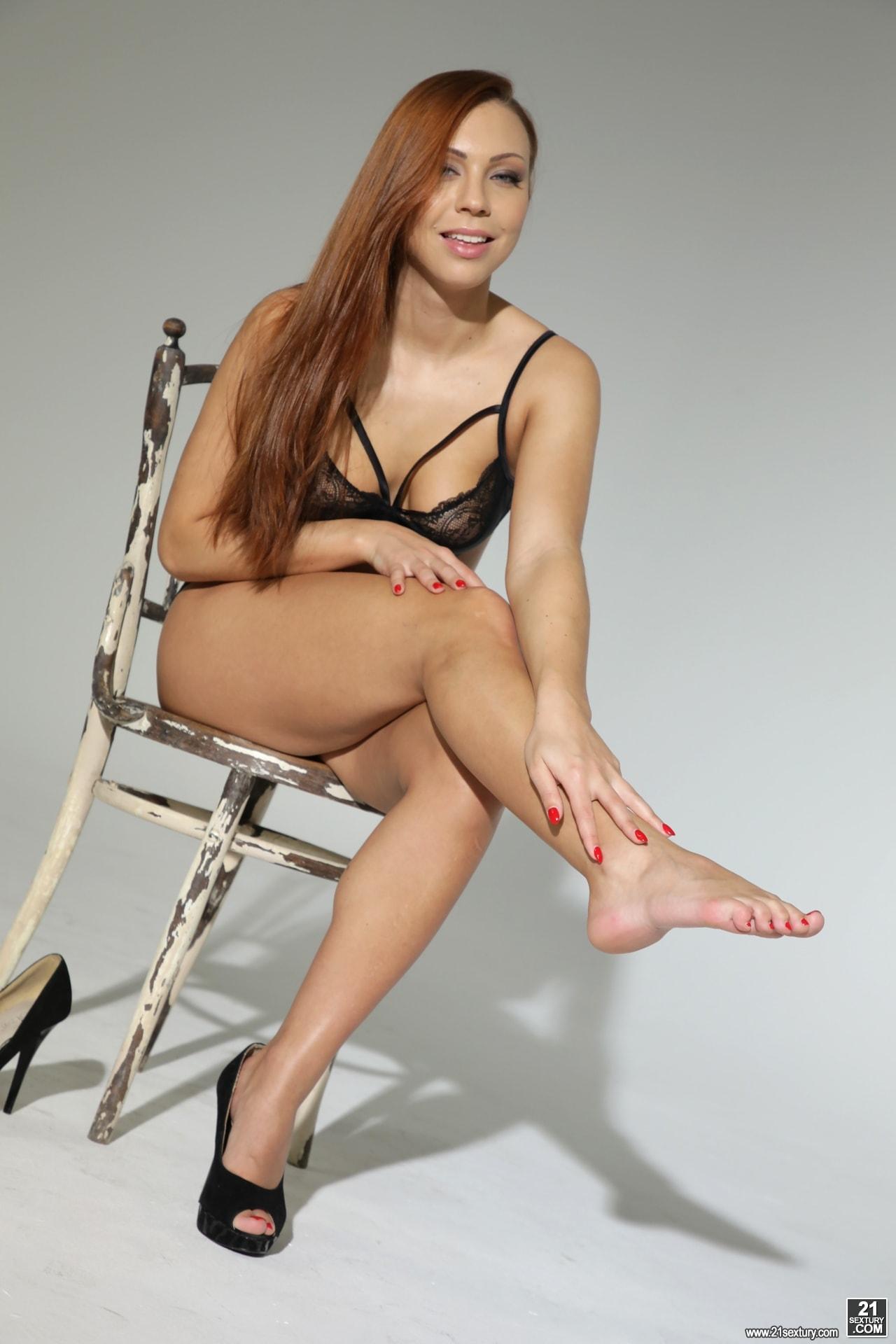 21Sextury 'Foot Model' starring Ornella Morgan (Photo 10)