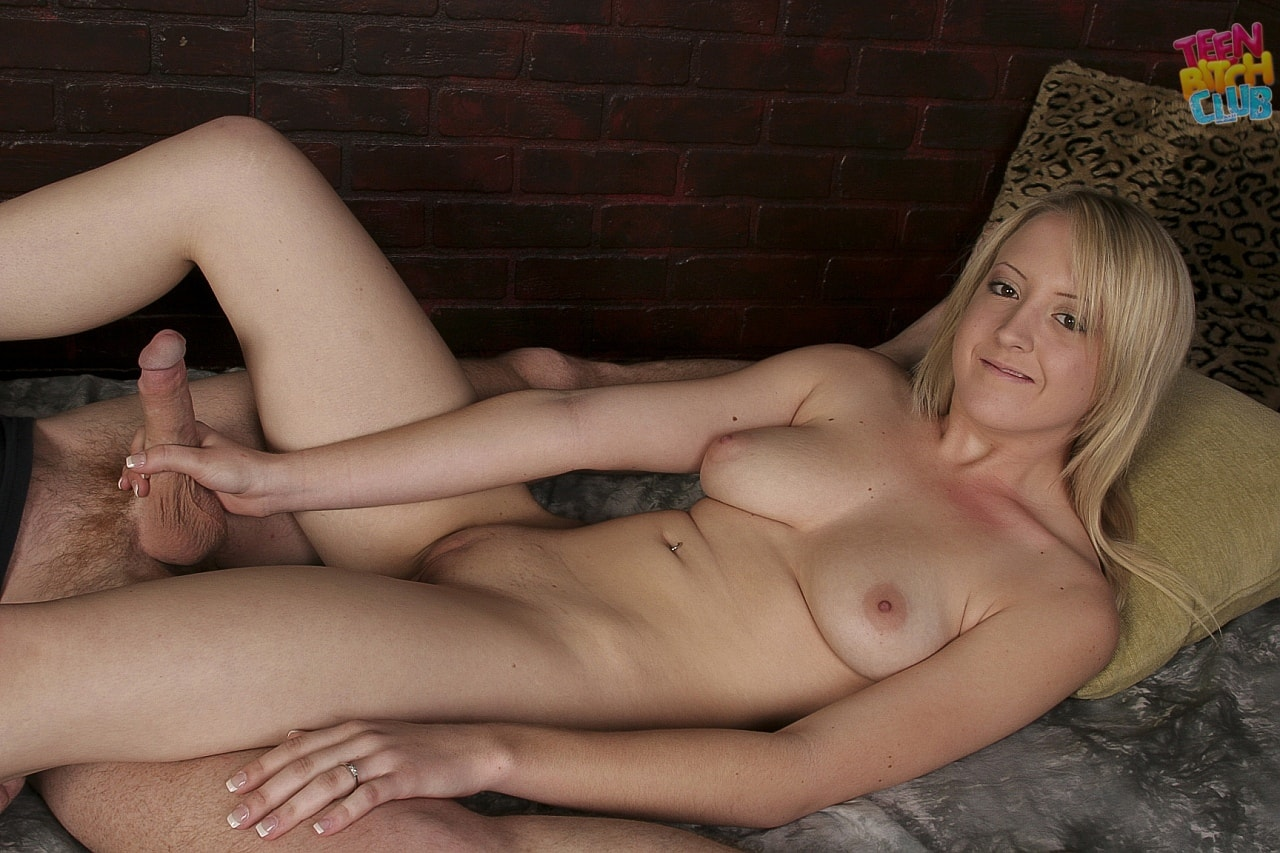 21Sextury 'Footjob with Piper Parker' starring Piper Parker (Photo 15)