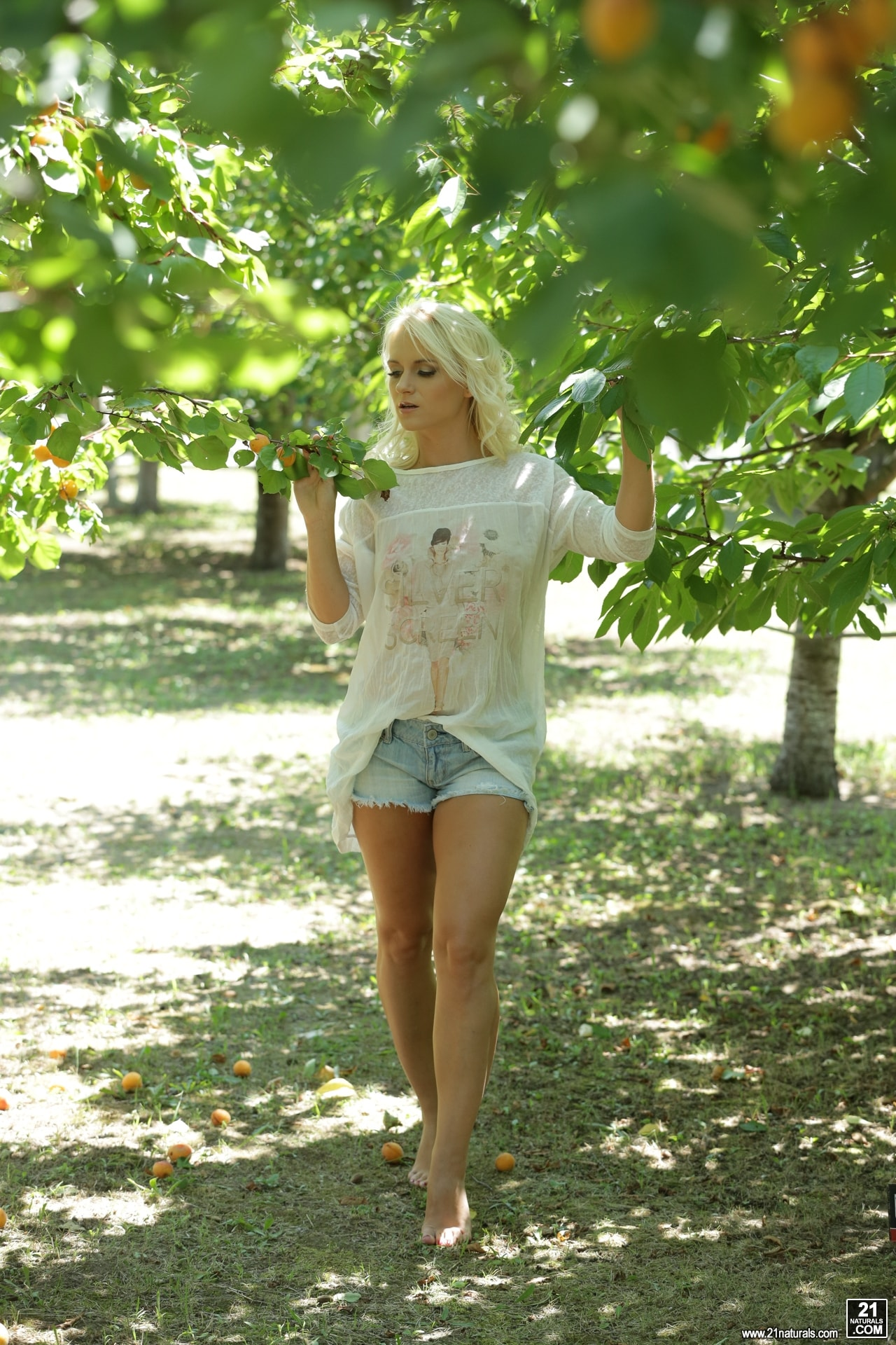 21Sextury 'The Forbidden Fruit' starring Rossella Visconti (Photo 1)