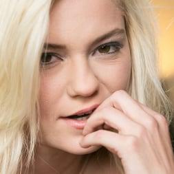 Sara Luvv in '21Sextury' The VIP Party (Thumbnail 258)