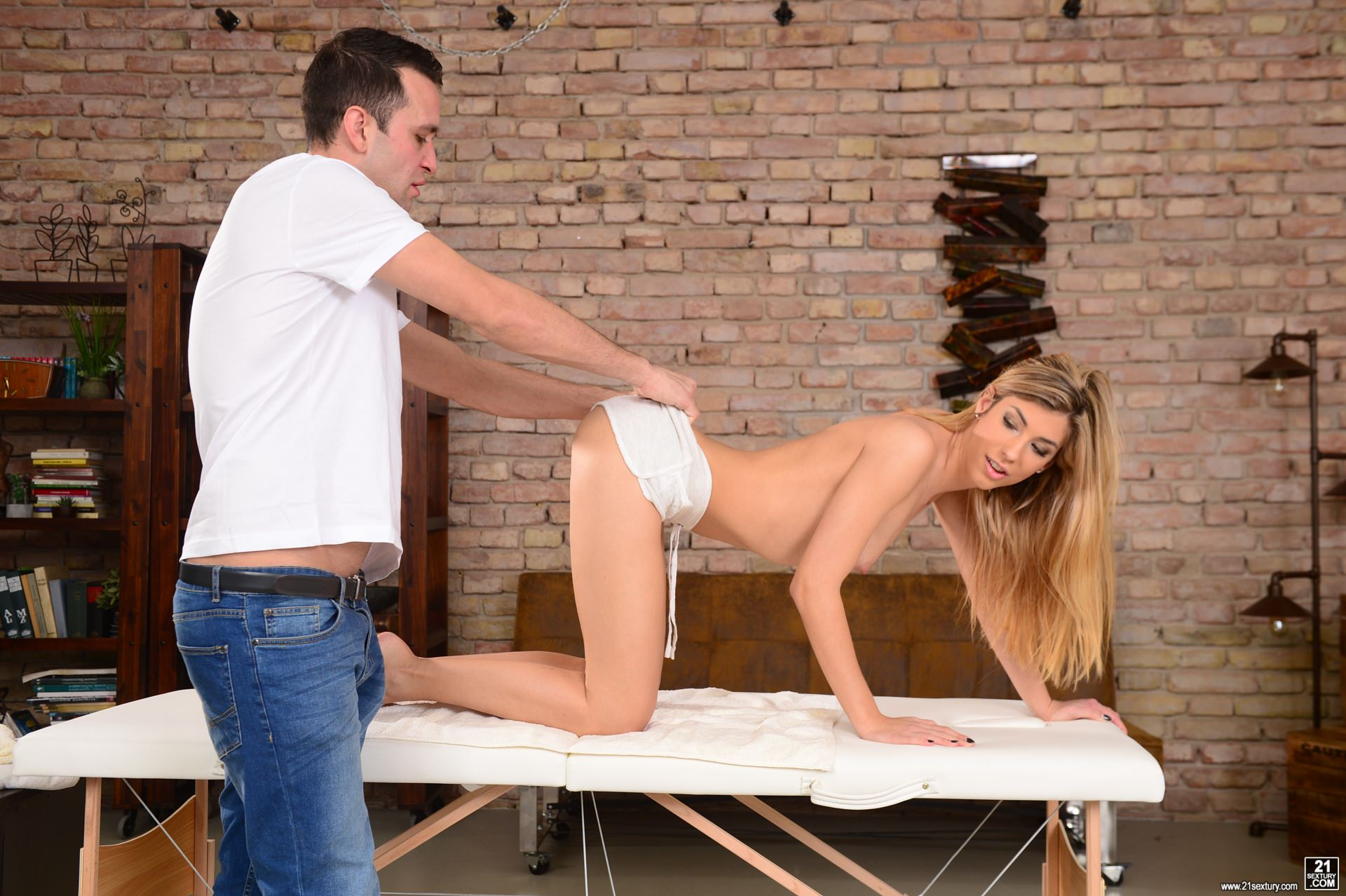 21Sextury 'My Mom's Masseur' starring Shona River (Photo 24)