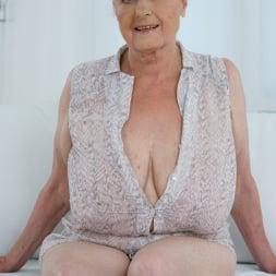 Sila in '21Sextury' Lustful Golden Girl (Thumbnail 1)