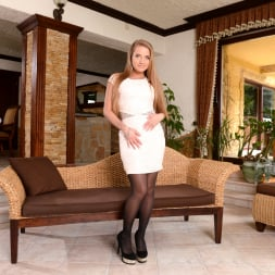 Sofi Goldfinger in '21Sextury' Make Sure Your Wife's Out...Or Not! (Thumbnail 1)