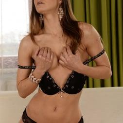 Suzie Carina in '21Sextury' Che Carina! (Thumbnail 18)