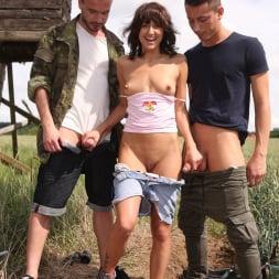 Suzy Rainbow in '21Sextury' Outdoor Threesome (Thumbnail 5)