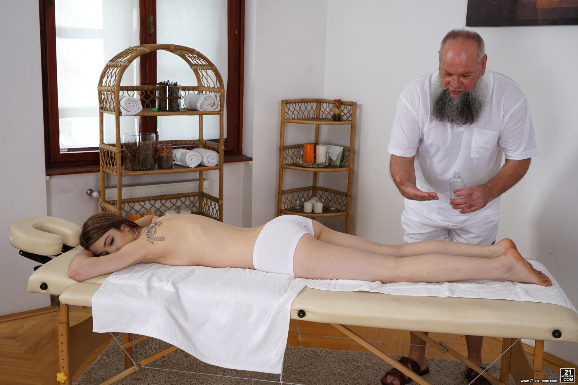 21Sextury 'Let Grandpa Massage You' starring Tera Link (Photo 34)