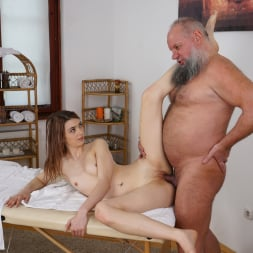 Tera Link in '21Sextury' Let Grandpa Massage You (Thumbnail 187)