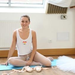 Valerie Fox in '21Sextury' Ballerina Masturbation (Thumbnail 1)