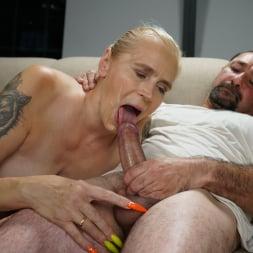 Violett in '21Sextury' Granny, Granny Cool (Thumbnail 105)