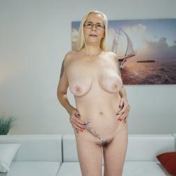 Violett in '21Sextury' Tainted Love (Thumbnail 7)